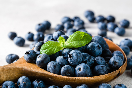 Blueberries. Spoon with berries, freshly harvested organic fruit. Stock Photo - 90793204