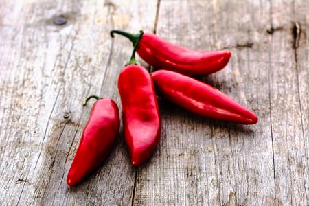 Roodgloeiende Spaanse peperpeper of kruidige Spaanse peperscayennepeper, kruid van Mexicaanse keuken