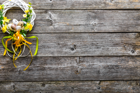 Easter background with spring wreath hanging on door Stok Fotoğraf - 94851076