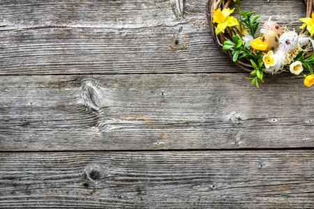 Easter background with spring wreath hanging on door Stok Fotoğraf - 96010483