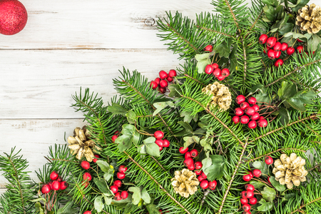 Christmas background with green fir tree branch and decoration on wooden table Stockfoto