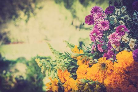 Autumn flowers bouquet. Aster and marigold. 版權商用圖片 - 108868604