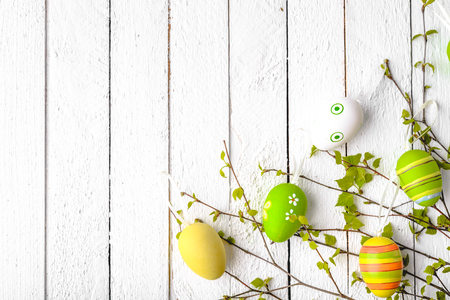 Wooden background with easter egg decoration. Painted eggs on white wood. 写真素材 - 113846636