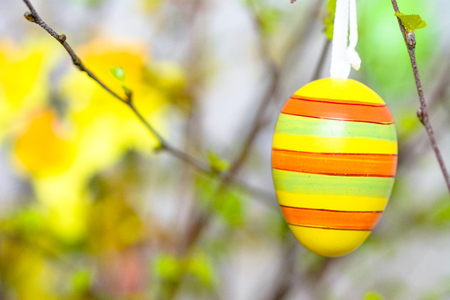 Easter egg background. Spring decoration painted in yellow and green. Stockfoto