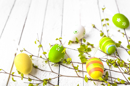 Spring easter eggs background. Painted egg on white wooden table. 写真素材 - 114579223