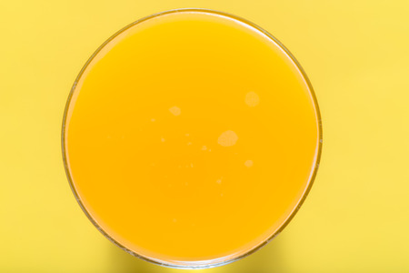 Fresh juice in a glass. Orange juice, top view Foto de archivo - 117588592