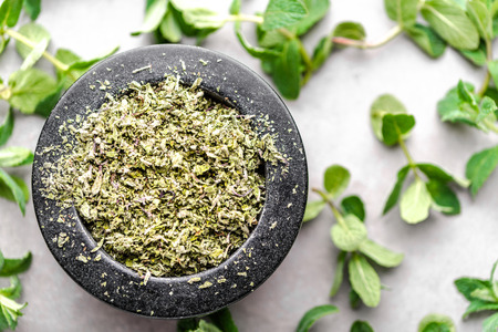 Fresh mint leaves and dried mint, top view