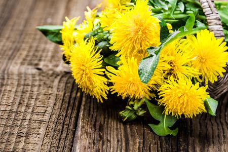 Bouquet of dandelion flowers, yellow wildflowers on wooden background Banco de Imagens - 123337731