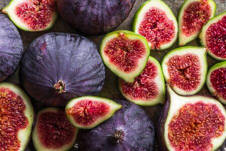Fresh ripe fig halves. Blue fruit of figs, background 写真素材 - 132112551