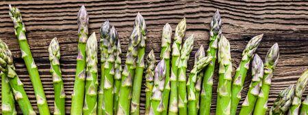 Fresh green asparagus, top view on wooden table 版權商用圖片