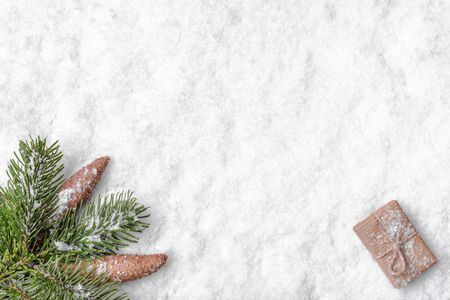 Christmas white background with snow, christmas gift and fir tree branch, flat lay, top view Banco de Imagens - 133903389
