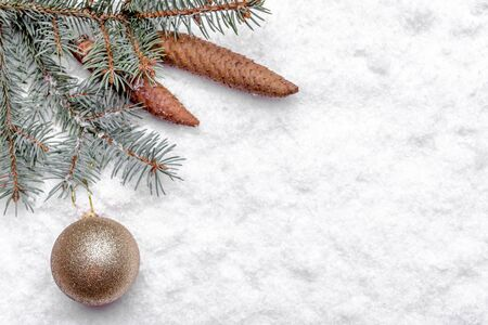 Christmas white background with snow, fir branch and bauble, christmas banner, copy space Banco de Imagens - 133903396
