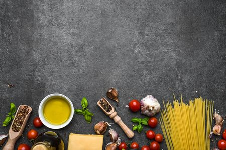 Italian food, ingredients of spaghetti: pasta, parmesan, olive oil, basil Stock fotó