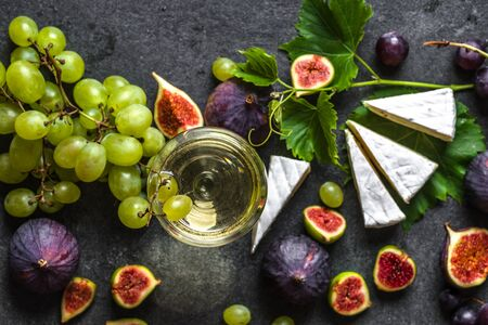 Food and wine, cheese and fruit. Wine snack set or mediterranean appetizer. Banco de Imagens