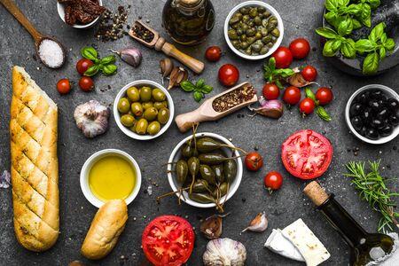 Ingredientes de la comida mediterránea o fondo de la dieta italiana
