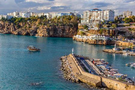 Vue sur le port de plaisance d'Antalya