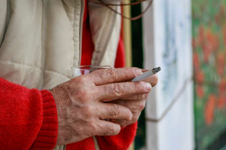 A human hand holding a cigarette in Turkey Imagens