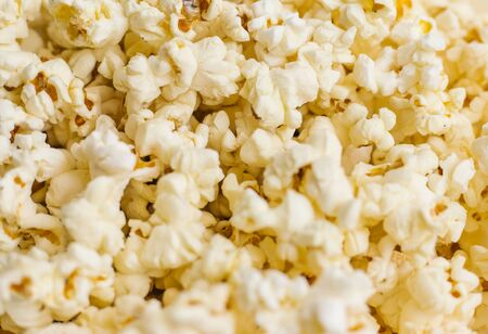 Background of popcorn grains. The Texture Of The Popcorn.Close up. Foto de archivo
