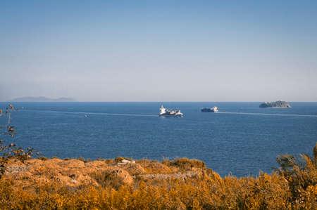lejano oriente: Vladivostok japón vista del mar, los barcos mercantes en lejano oriente Foto de archivo