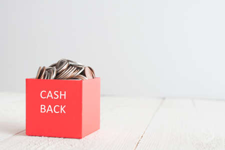 Cash back. Red gift box with coins Foto de archivo - 117939758