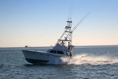 フロリダの海岸沖の漁船。