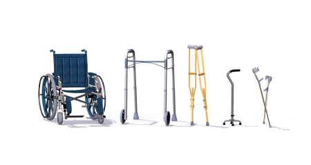 Een verzameling van mobiliteitshulpmiddelen zoals een rolstoel, rollator, krukken, quad riet, en onderarm krukken - 3d render.