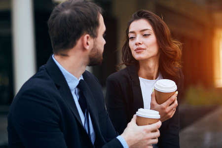 loving romantic couple holding takeaway coffee, enjoying conversation, close up photo. love, friendship 免版税图像