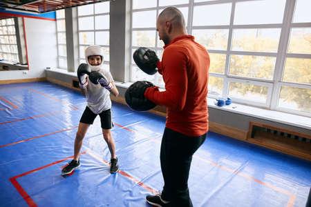 positive happy boy is keen on kickboxing, happiness, positive feeling and emotion Zdjęcie Seryjne