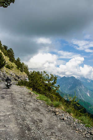 Traveling with motorcycle on the narrow road in high mountains 版權商用圖片 - 82159832