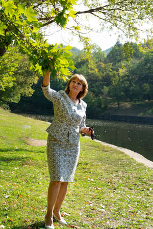 Attractive senior lady in the park. Healthy  and active lifestyle concept 스톡 콘텐츠