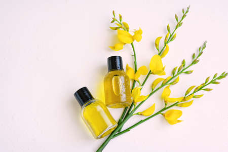 Essential oil with gorse flower extract. Hygiene bath product. Wellness therapy regeneration Banque d'images
