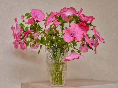 Autumn, multi-colored floral bouquet in a vase. Banco de Imagens