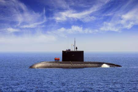 warship: Submarine coming port