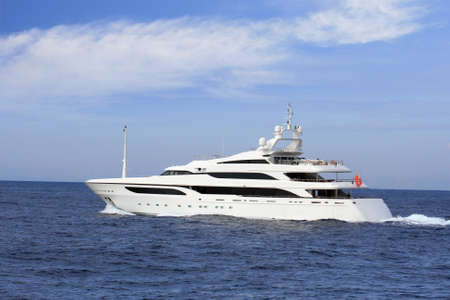 yachts: Yacht di lusso a vela in mare aperto