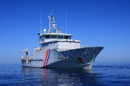 radar gun: Guardacostas franc�s en aguas abiertas