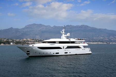 altea: Private yacht anchored in Altea bay