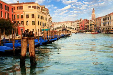 sestiere: The famous Rialto bridge in the Grand Canal of Venice