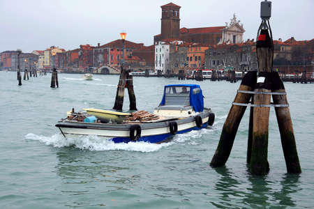 sestiere: Sailing in the north lagoon of Venice