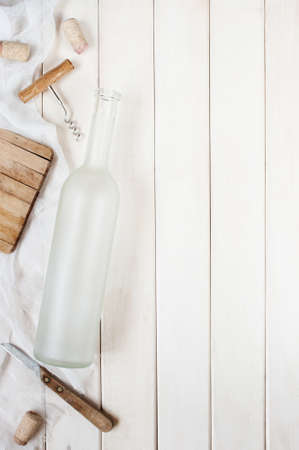 cocina antigua: Vintage light background with empty wine bottle and accessories Foto de archivo