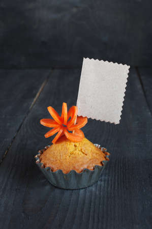 morsel: Cupcake with empty tag on the wooden table Stock Photo
