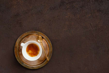 The cup of coffee on the vintage textured brown table, copy space Imagens