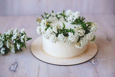 Vanilla cake with floral decoration.