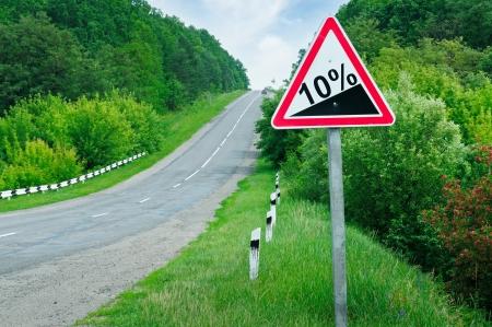 道路標識の急斜面 写真素材