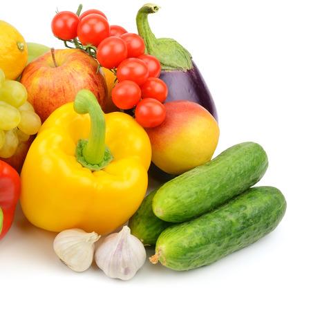 fruits et légumes isolé sur fond blanc