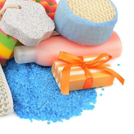utiles de aseo personal: jabón y la higiene personal aislado en un fondo blanco Foto de archivo