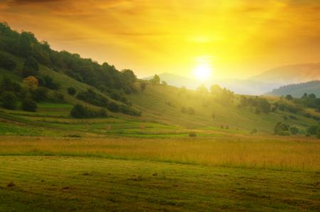 아름 다운 산 풍경과 일출