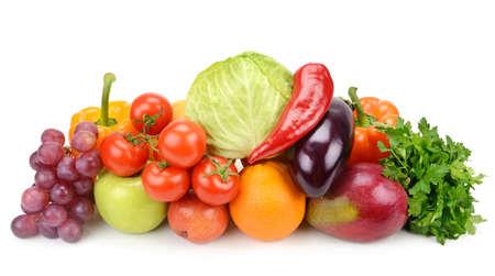 uvas: frutas y verduras aislados sobre fondo blanco