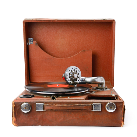 白い背景に分離された古い蓄音機、ビニール レコード