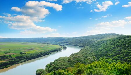 Beautiful natural landscape of the river and forest. View from above. 版權商用圖片