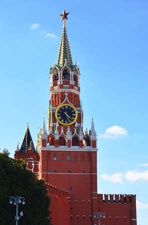 Spasskaya Tower and Kremlin clock. Red Square, Kremlin, Moscow. - Stock image 에디토리얼